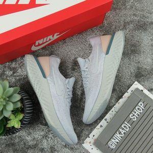Nike React Epic Flyknit Sneakers